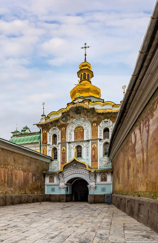Gate Church of the Trinity in Kyiv, Ukraine, photo 2