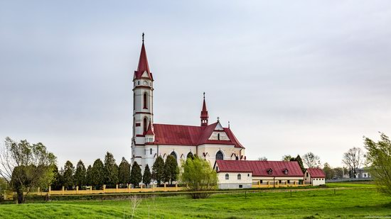 St. Joseph Catholic Church in Tshchenets, Ukraine, photo 1