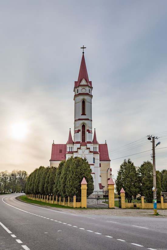 St. Joseph Catholic Church in Tshchenets, Ukraine, photo 2