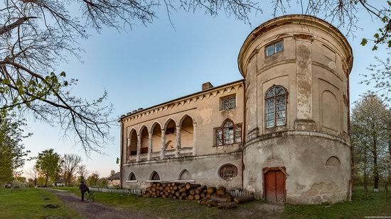 Strachocki Palace in Mostyska, Lviv region, Ukraine, photo 4