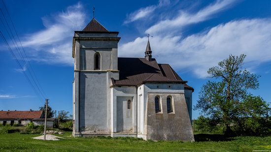 Defensive Roman Catholic Church in Bishche, Ukraine, photo 1