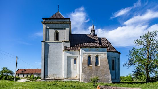 Defensive Roman Catholic Church in Bishche, Ukraine, photo 12