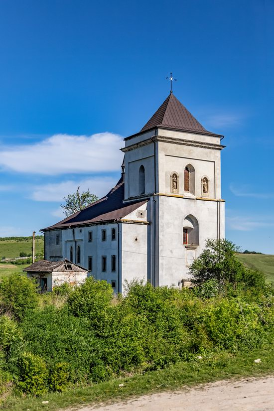 Defensive Roman Catholic Church in Bishche, Ukraine, photo 4