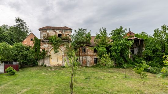 Abandoned Ray Mansion in Pryozerne, Ukraine, photo 5
