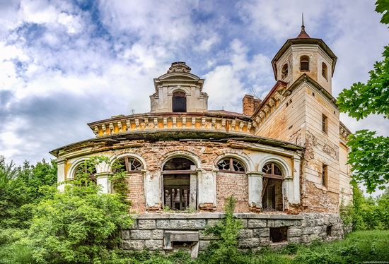 Abandoned Ray Mansion in Pryozerne, Ukraine, photo 9