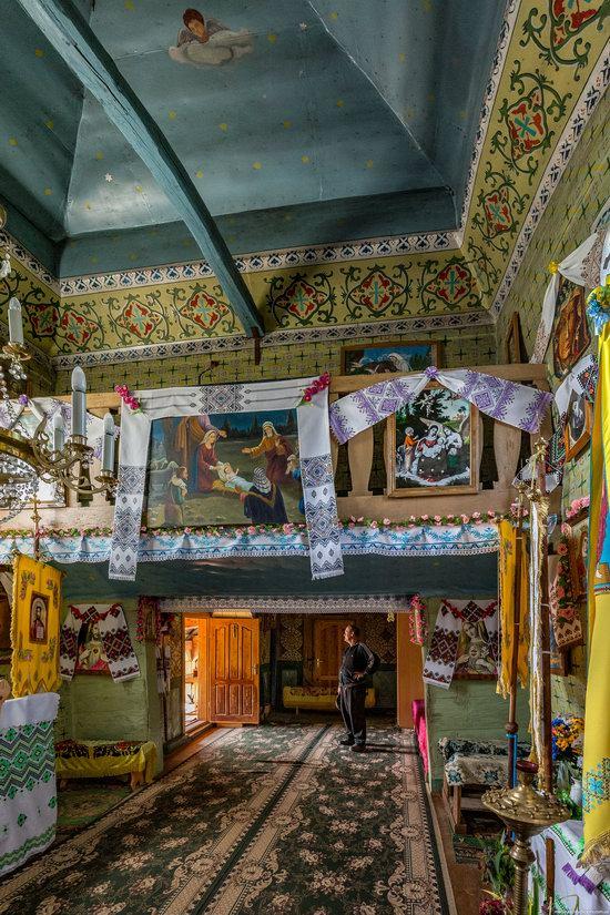 Holy Virgin Church in Lukavets, Ukraine, photo 13