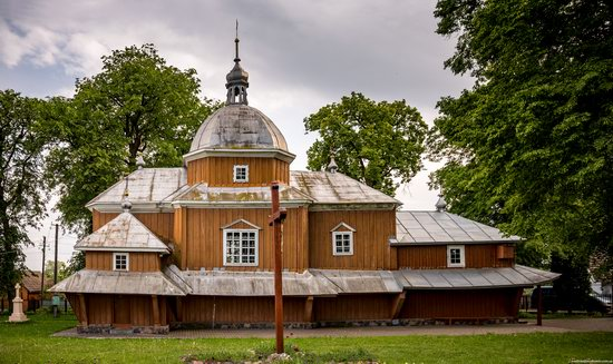 Wooden Church of St. Nicholas in Lishchyny, Lviv region, Ukraine, photo 1
