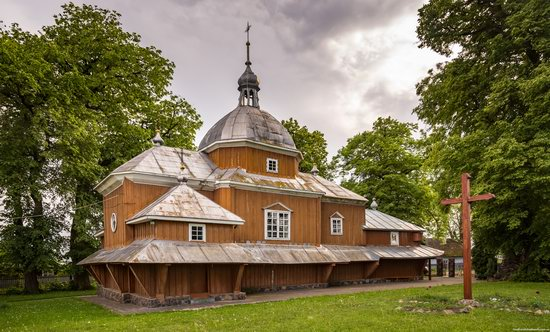 Wooden Church of St. Nicholas in Lishchyny, Lviv region, Ukraine, photo 2