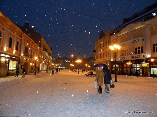 Snow-covered Streets of Uzhhorod, Ukraine, photo 11