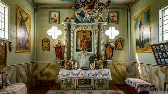 Church of St. Basil the Great in Muzhyliv, Ternopil region, Ukraine, photo 13