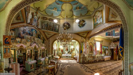 Church of St. Basil the Great in Muzhyliv, Ternopil region, Ukraine, photo 14
