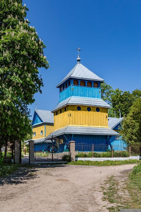 Church of St. Basil the Great in Muzhyliv, Ternopil region, Ukraine, photo 2