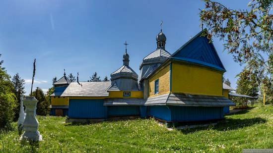 Church of St. Basil the Great in Muzhyliv, Ternopil region, Ukraine, photo 4