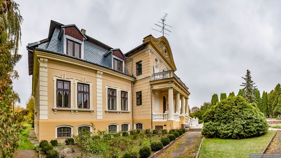 Palace of the Counts Tyszkiewicz in Brody, Ukraine, photo 7