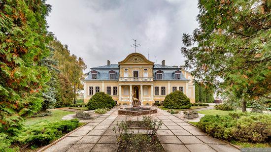 Palace of the Counts Tyszkiewicz in Brody, Ukraine, photo 8