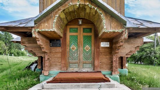 Wooden Church of St. Basil the Great in Cherche, Ukraine, photo 10