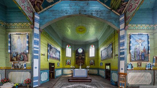 Wooden Church of St. Basil the Great in Cherche, Ukraine, photo 11