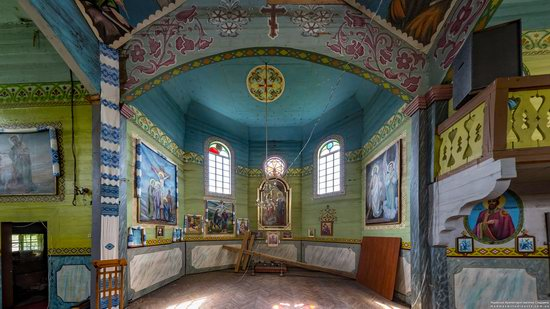 Wooden Church of St. Basil the Great in Cherche, Ukraine, photo 12