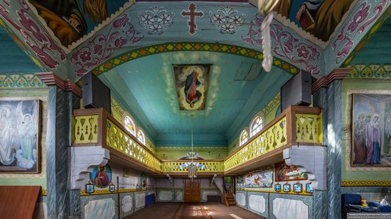 Wooden Church of St. Basil the Great in Cherche, Ukraine, photo 13