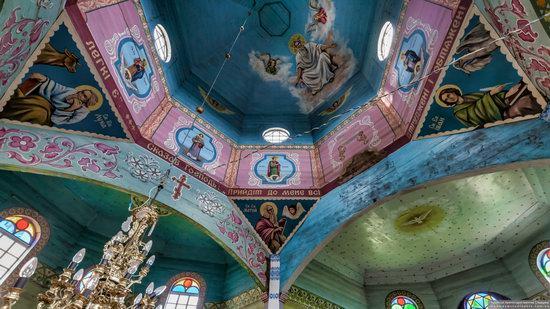 Wooden Church of St. Basil the Great in Cherche, Ukraine, photo 14