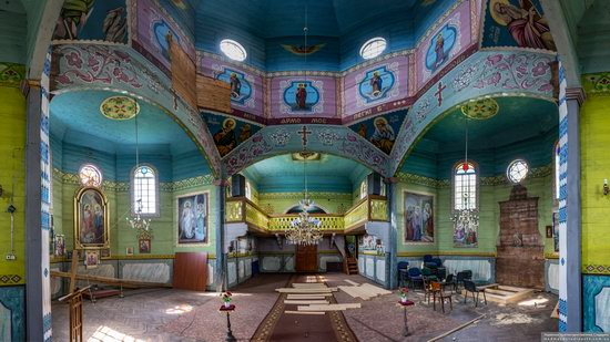 Wooden Church of St. Basil the Great in Cherche, Ukraine, photo 15