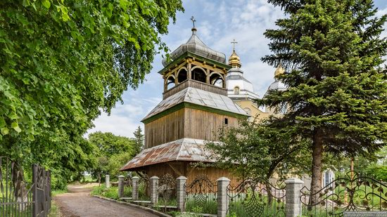 Wooden Church of St. Basil the Great in Cherche, Ukraine, photo 2