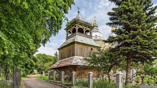 Wooden Church of St. Basil the Great in Cherche, Ukraine, photo 2