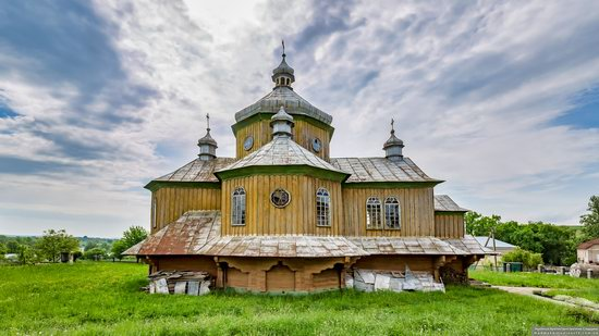 Wooden Church of St. Basil the Great in Cherche, Ukraine, photo 3