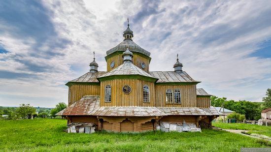 Wooden Church of St. Basil the Great in Cherche, Ukraine, photo 3