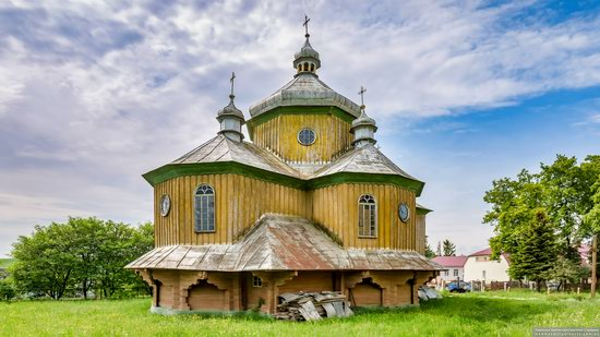 Wooden Church of St. Basil the Great in Cherche, Ukraine, photo 4