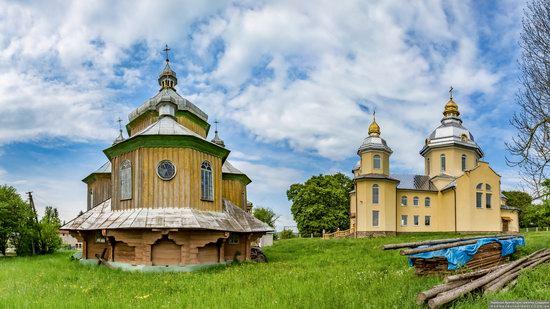 Wooden Church of St. Basil the Great in Cherche, Ukraine, photo 5