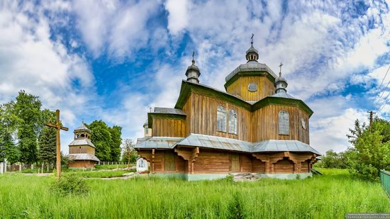 Wooden Church of St. Basil the Great in Cherche, Ukraine, photo 9