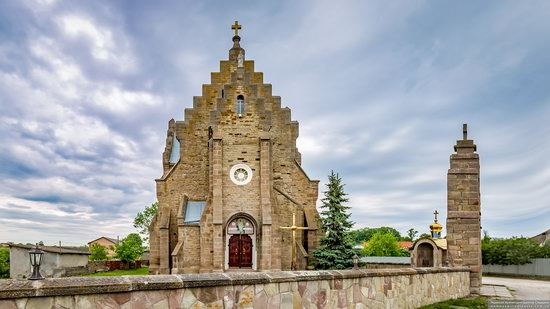 Church of the Holy Apostles Peter and Paul in Butsniv, Ukraine, photo 1
