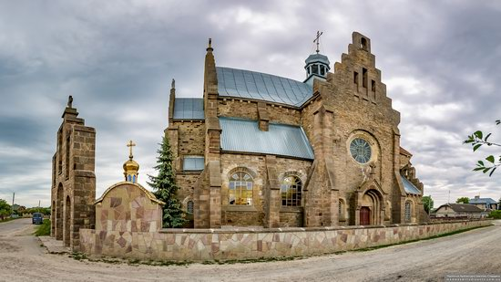 Church of the Holy Apostles Peter and Paul in Butsniv, Ukraine, photo 3