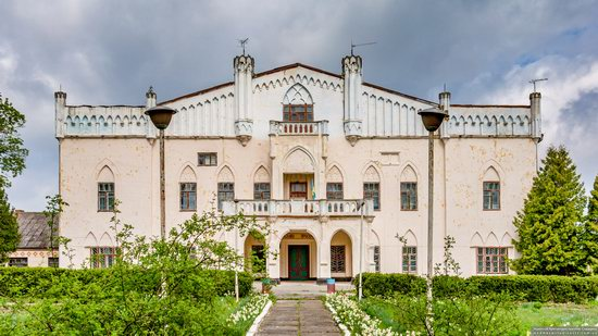 The Gizycki Palace in Novoselytsya, Khmelnytskyi Oblast, Ukraine, photo 1