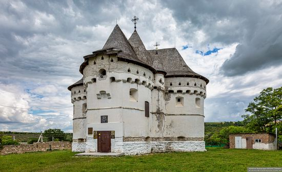 Holy Protection Church-Fortress in Sutkivtsi, Ukraine, photo 1