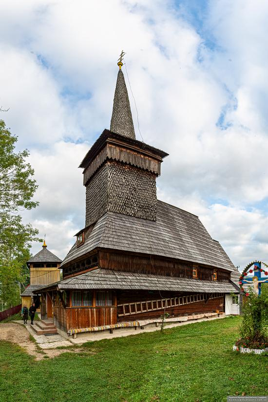 Church of St. Michael the Archangel in Nehrovets, Ukraine, photo 4
