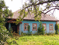 Wooden country house in Chernihiv Oblast