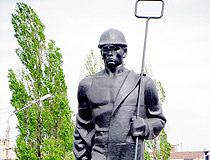 Enakievo steel-makers monument