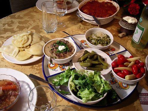 Украинский ужин подается
